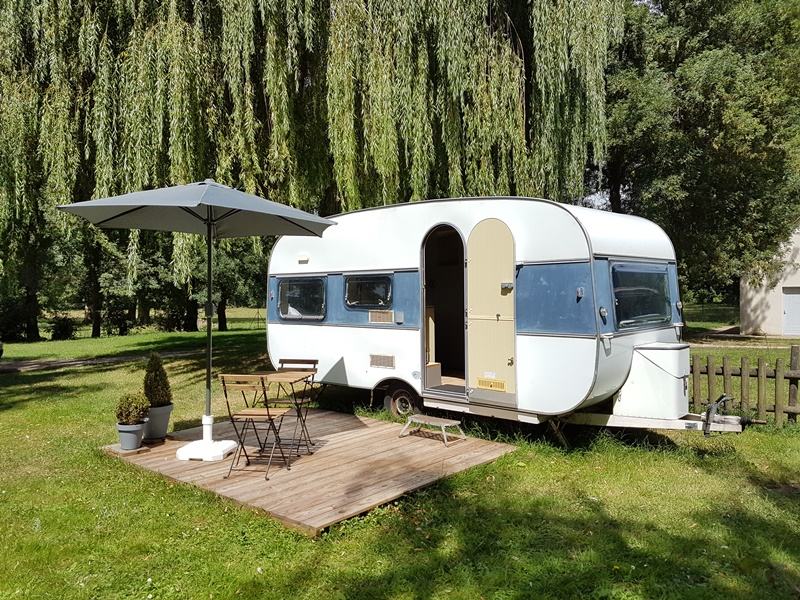camping caravane palace loches val de loire. Black Bedroom Furniture Sets. Home Design Ideas